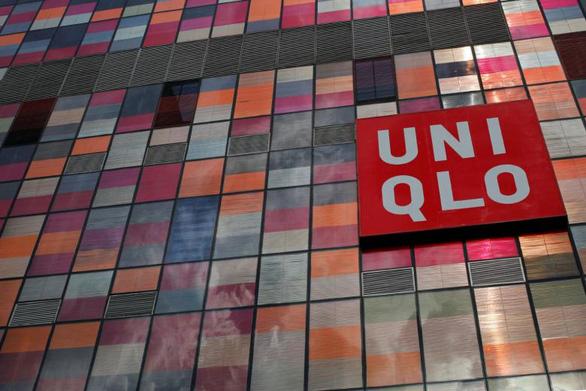 Uniqlo làm khẩu trang từ chất liệu đồ lót, vừa mát vừa thấm tốt - Ảnh 1.