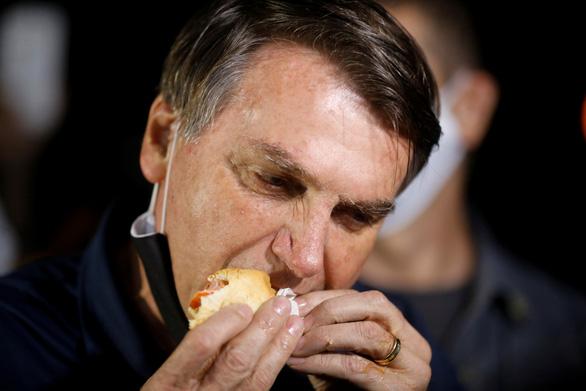Tổng thống Brazil Bolsonaro đang đùa với tử thần COVID-19? - Ảnh 4.