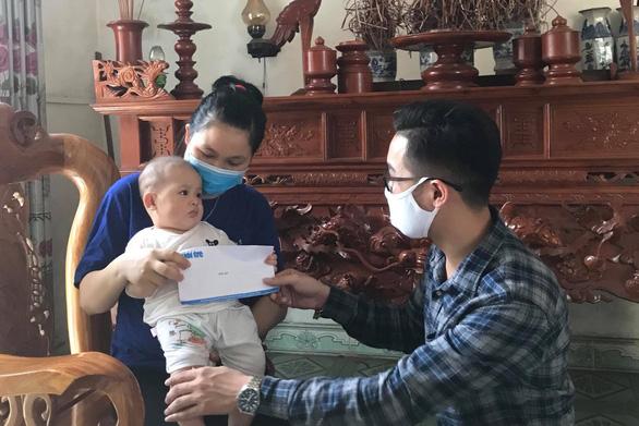 Mẹ bé 3 tháng tuổi mắc COVID-19: Khủng hoảng tinh thần vì tin đồn về con - Ảnh 1.