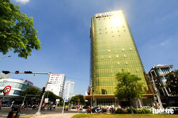 Chủ đầu tư tòa nhà ốp kính phản quang ở Đà Nẵng bị phạt 40 triệu - Ảnh 1.