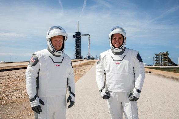SpaceX chuẩn bị ghi dấu ấn lịch sử với chuyến bay có người lái đầu tiên - Ảnh 2.