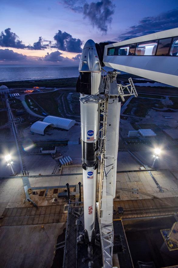 SpaceX chuẩn bị ghi dấu ấn lịch sử với chuyến bay có người lái đầu tiên - Ảnh 3.