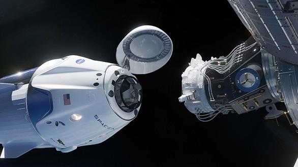 SpaceX chuẩn bị ghi dấu ấn lịch sử với chuyến bay có người lái đầu tiên - Ảnh 1.