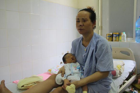 Cứu sống mẹ con sản phụ trong tình trạng ngàn cân treo sợi tóc - Ảnh 1.