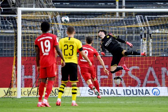 Siêu phẩm lốp bóng của Kimmich giúp Bayern Munich đánh bại Dortmund - Ảnh 1.