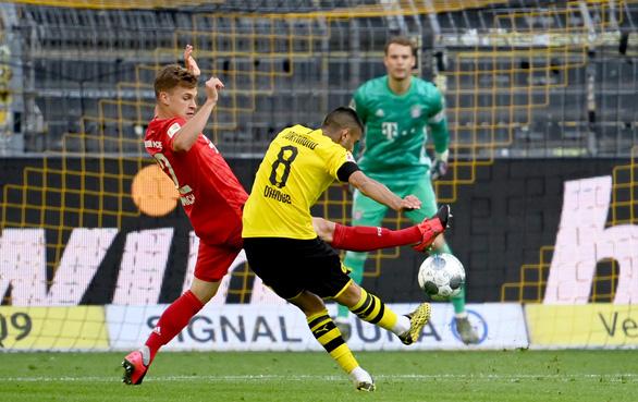 Siêu phẩm lốp bóng của Kimmich giúp Bayern Munich đánh bại Dortmund - Ảnh 2.