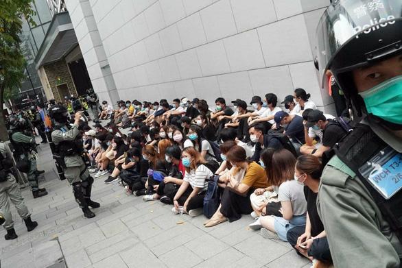 Biểu tình ở trung tâm Hong Kong, 180 người bị bắt - Ảnh 1.