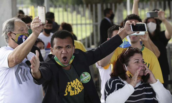 Truyền thông Brazil tẩy chay Tổng thống Bolsonaro vì bị quấy rối - Ảnh 1.