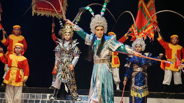 Cải lương rụt rè trở lại với Ngũ hổ Bình Tây tại nhà hát Trần Hữu Trang - Ảnh 1.