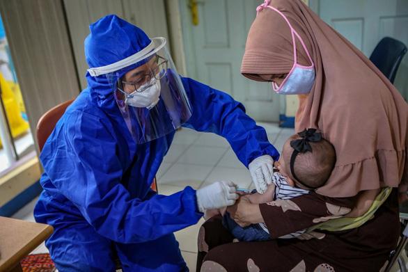 Hơn 140 trẻ em Indonesia chết vì virus corona - Ảnh 1.