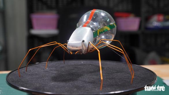 Kho hàng nghìn côn trùng độc đáo làm từ vật dụng bỏ đi của chàng trai 9X - Ảnh 1.