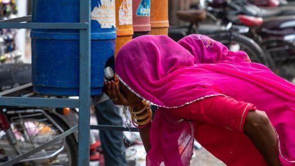 Ấn Độ như thiêu đốt trong nắng nóng 50 độ C - Ảnh 3.
