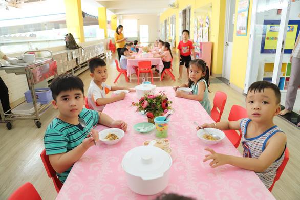 TP.HCM cho phép trường mầm non tổ chức ăn sáng - Ảnh 1.