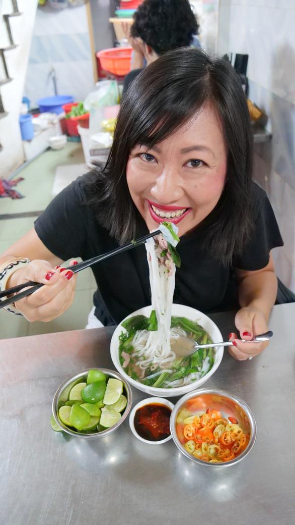 Cặp đôi blogger ẩm thực New Zealand: Về nước rồi vẫn nhớ hoài súp cua óc heo - Ảnh 2.