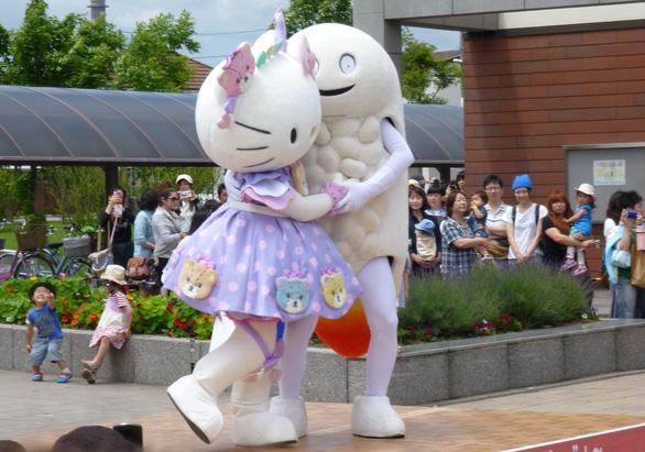 Linh vật kỳ quái Nhật Bản: Người lớn thích, trẻ em khóc thét sợ hãi - Ảnh 3.