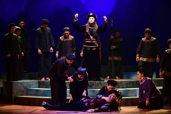 Cải lương rụt rè trở lại với Ngũ hổ Bình Tây tại nhà hát Trần Hữu Trang - Ảnh 4.
