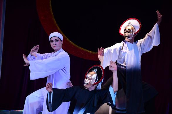 Cải lương rụt rè trở lại với Ngũ hổ Bình Tây tại nhà hát Trần Hữu Trang - Ảnh 3.