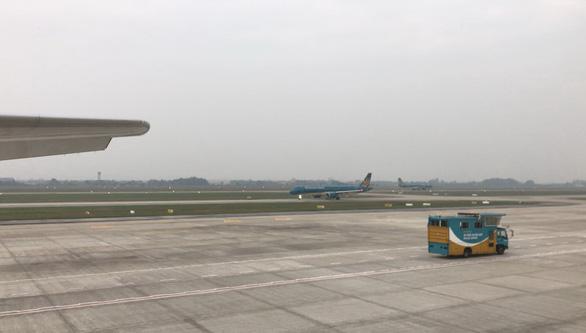 Một trong hai đường băng sân bay Tân Sơn Nhất sẽ dừng hoạt động để sửa trong 6 tháng - Ảnh 2.
