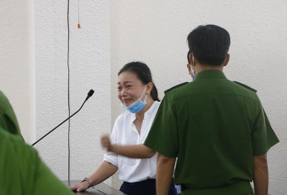 Cựu bí thư Bến Cát bị tuyên 10 năm tù - Ảnh 2.