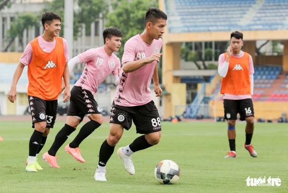 Quả bóng vàng Hùng Dũng muốn phá kỷ lục vô địch V-League, AFF Cup - Ảnh 1.
