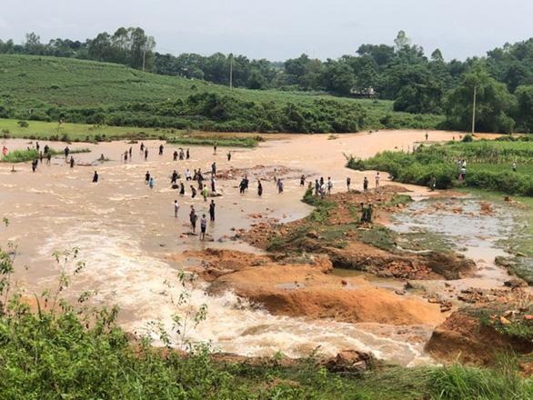 Vỡ đập thủy lợi ở Phú Thọ, di dời khẩn cấp 16 hộ dân - Ảnh 1.