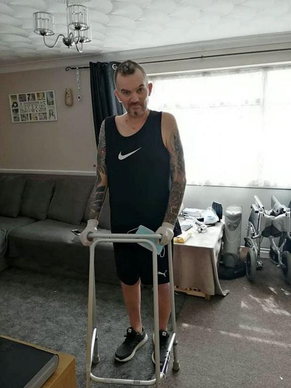 Bệnh nhân COVID-19 hồi phục, không nhận ra mình vì quá giảm cân - Ảnh 1.
