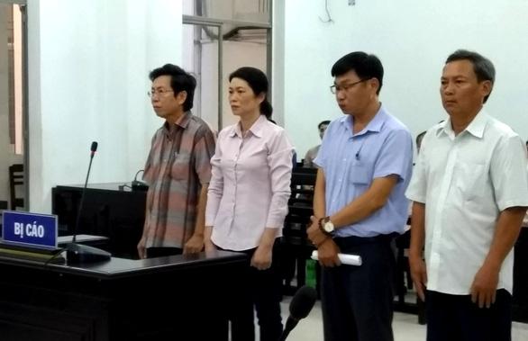 Phó chủ tịch thành phố Nha Trang Lê Huy Toàn và các bị cáo được hưởng án treo - Ảnh 1.