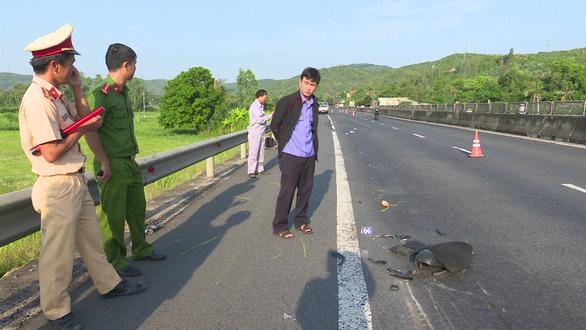 Tìm được xe tải tông chết người ở Phú Yên, chạy trốn về Hà Nội - Ảnh 1.