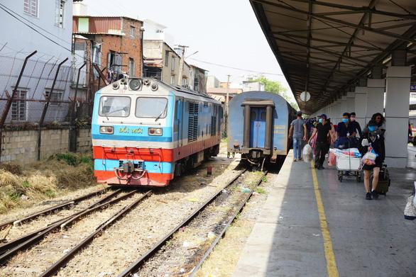 Đường sắt giảm sâu giá vé, có tuyến giảm một nửa để hút khách - Ảnh 1.
