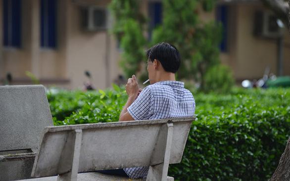 Nên tăng giới hạn tuổi tối thiểu mua thuốc lá - Ảnh 1.