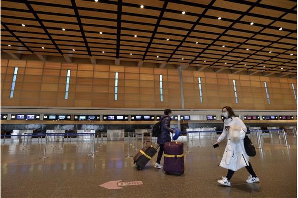 Du học sinh Trung Quốc ở Mỹ: Đường về nhà mịt mờ, nguy cơ bị hủy visa - Ảnh 1.