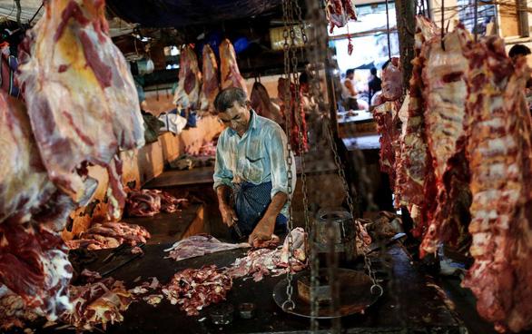Ramadan thiếu thịt trâu vì Ấn Độ phong tỏa ngăn đại dịch - Ảnh 1.