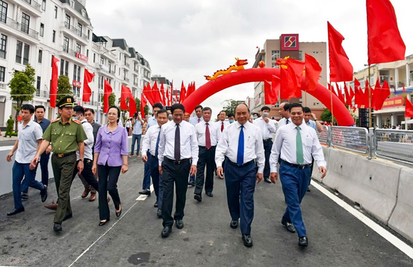 Thủ tướng dự lễ thông xe, khởi công loạt dự án trọng điểm tại Hải Phòng - Ảnh 1.