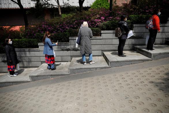Hàn Quốc quản lý tốt dịch COVID-19 nhờ ý thức người dân - Ảnh 1.