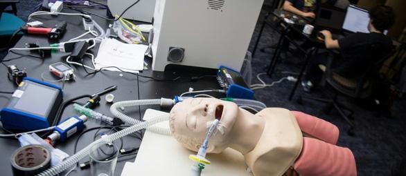 Các kỹ sư Pháp làm máy thở chưa tới 1/10 giá thị trường - Ảnh 1.