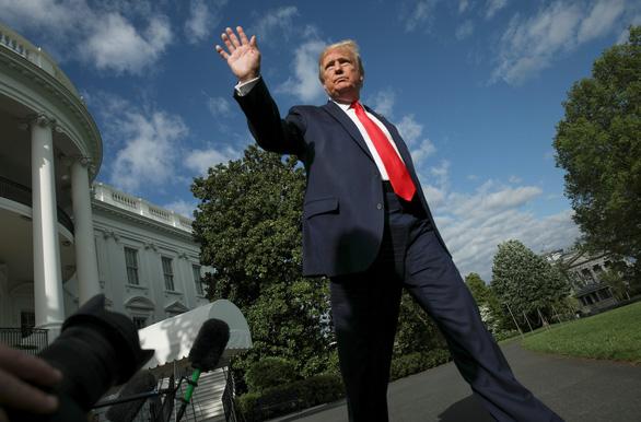 Ông Trump lên Trại David họp bàn kế sách cứu kinh tế sau 30 ngày giam hãm trong Nhà Trắng - Ảnh 1.