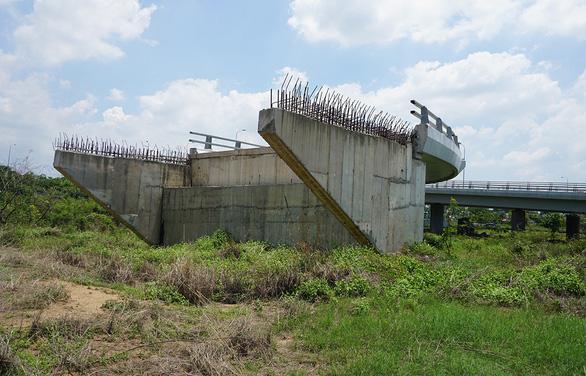 Dự án BOT nối cao tốc TP.HCM - Trung Lương: 2,7km làm 5 năm không xong - Ảnh 1.