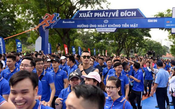 Chạy bộ hưởng ứng Ngày không tiền mặt 2020: Lan tỏa niềm đam mê thể thao - Ảnh 1.