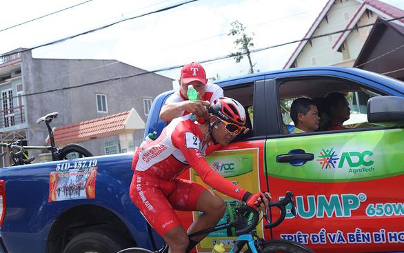 Cuộc đua xe đạp Cúp Truyền hình TP.HCM 2020: Băng qua nắng nóng - Ảnh 2.