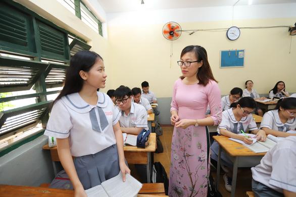 Bộ GD-ĐT dự thảo quy định 7 hành vi học sinh không được làm - Ảnh 1.