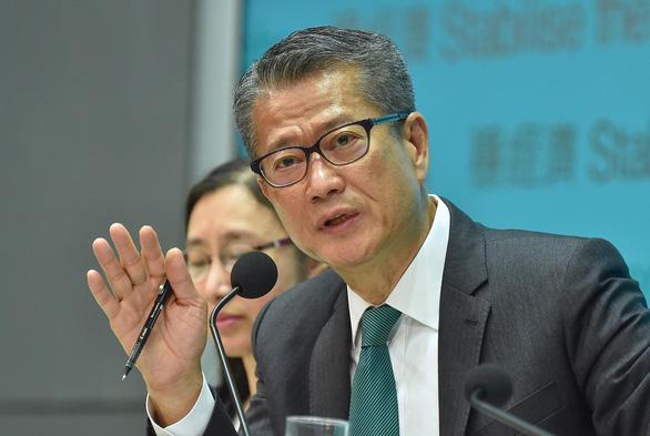 Chính khách Hong Kong: Không có gì phải sợ lệnh trừng phạt của ông Trump - Ảnh 1.
