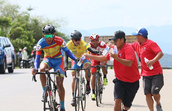 Cuộc đua xe đạp Cúp Truyền hình TP.HCM 2020: Băng qua nắng nóng - Ảnh 1.
