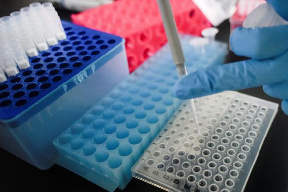 Trung Quốc thông báo có thể có vắcxin ngừa COVID-19 cuối năm nay - Ảnh 1.