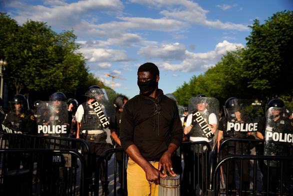 Minnesota huy động Vệ binh quốc gia, nhiều thành phố Mỹ áp lệnh giới nghiêm vì biểu tình - Ảnh 1.