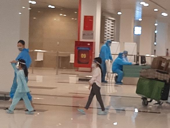344 công dân Việt Nam từ Singapore đã về sân bay Cần Thơ - Ảnh 3.
