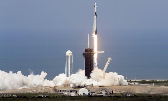 SpaceX mở ra kỷ nguyên du hành không gian thương mại - Ảnh 1.
