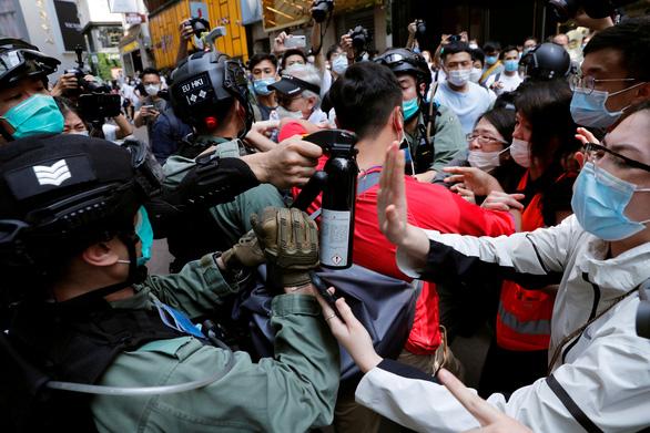 Vì sao Bắc Kinh chưa nói gì sau khi ông Trump dọa cắt ưu đãi cho Hong Kong? - Ảnh 2.