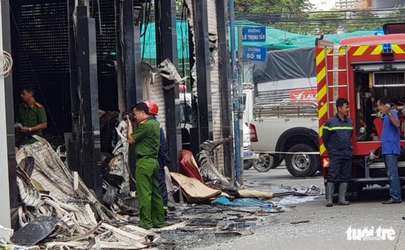Cháy nhà trên đường Lê Trọng Tấn: Một người đã thiệt mạng - Ảnh 1.