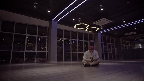 Sơn Tùng M-TP tung trailer buổi tối: lộ ra việc phải thở oxy trong đêm diễn - Ảnh 5.