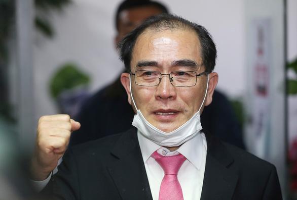 Cựu quan chức Triều Tiên đào tẩu xin lỗi vì nói ông Kim bệnh nặng - Ảnh 1.